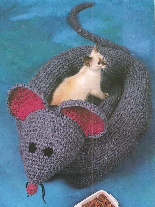 Crochet Padded Rim Cat Nap Bed Pattern | The Crochet Crowd | 667x500