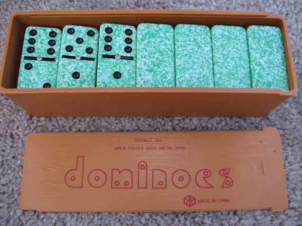 VTG Metal Spin Double Six Urea Dominoes Green Speckled