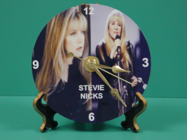 Stevie_1_-_gold_stand