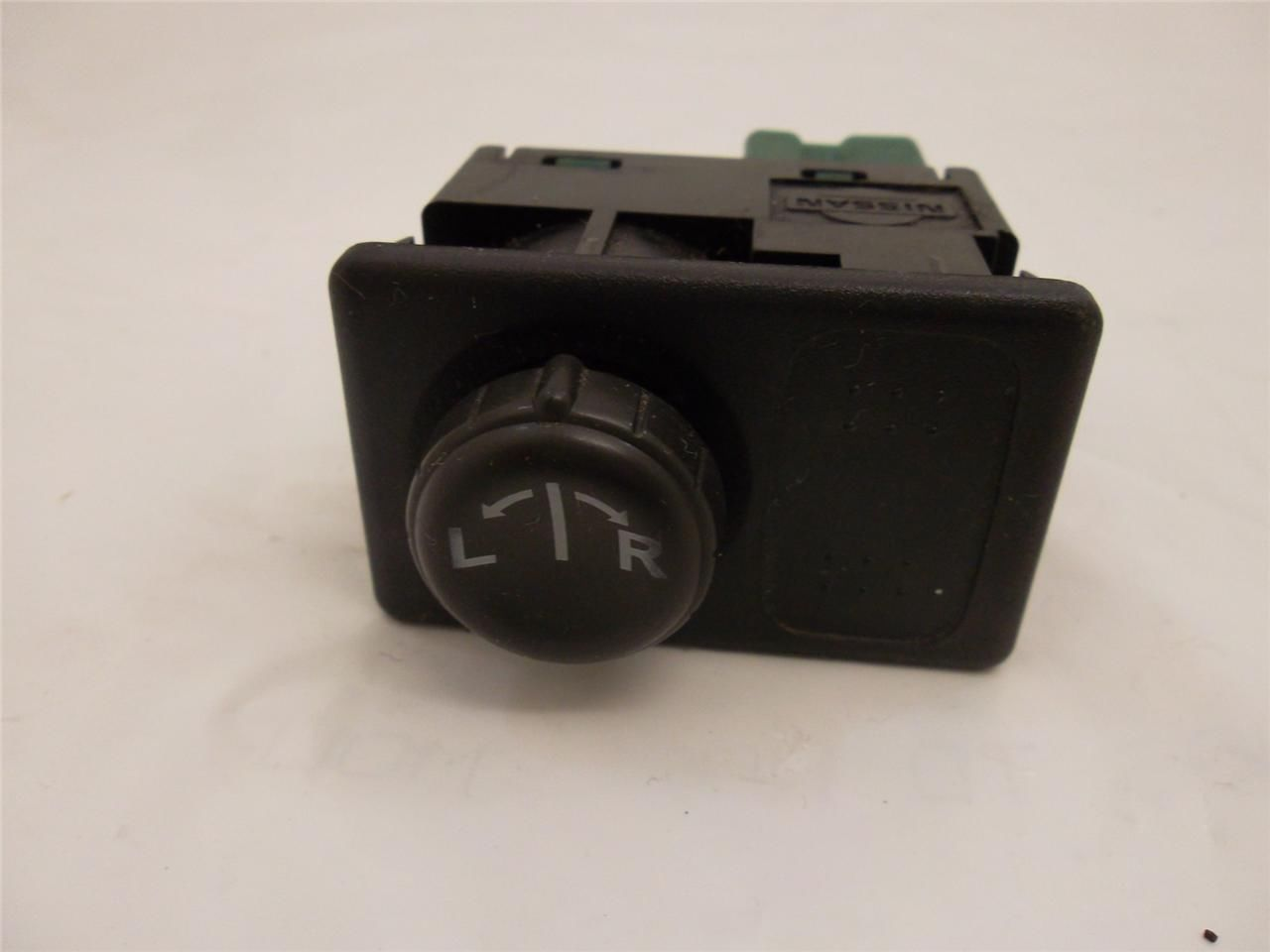 Service manual remove mirror switch on a 2002 nissan for 2002 nissan sentra window switch