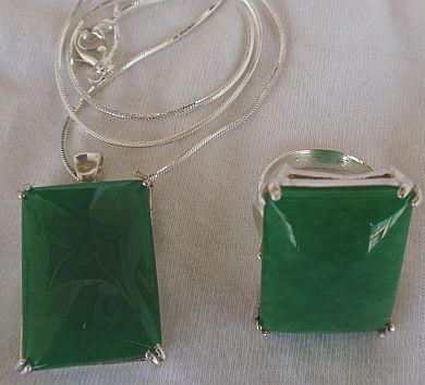 A green agate set ring and pendant