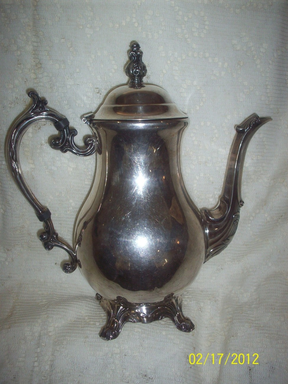 BEAUTIFUL FB ROGERS SILVER COMPANY TEA OR COFFEE POT TRADEMARK CROWN 1883