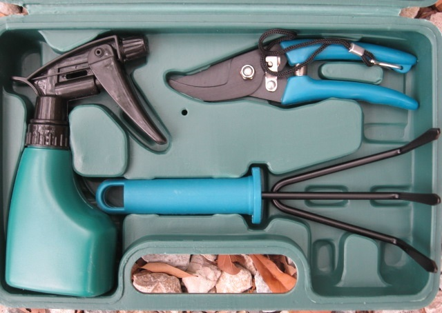 yard garden tools with carry case 6 piece set tool sets. Black Bedroom Furniture Sets. Home Design Ideas