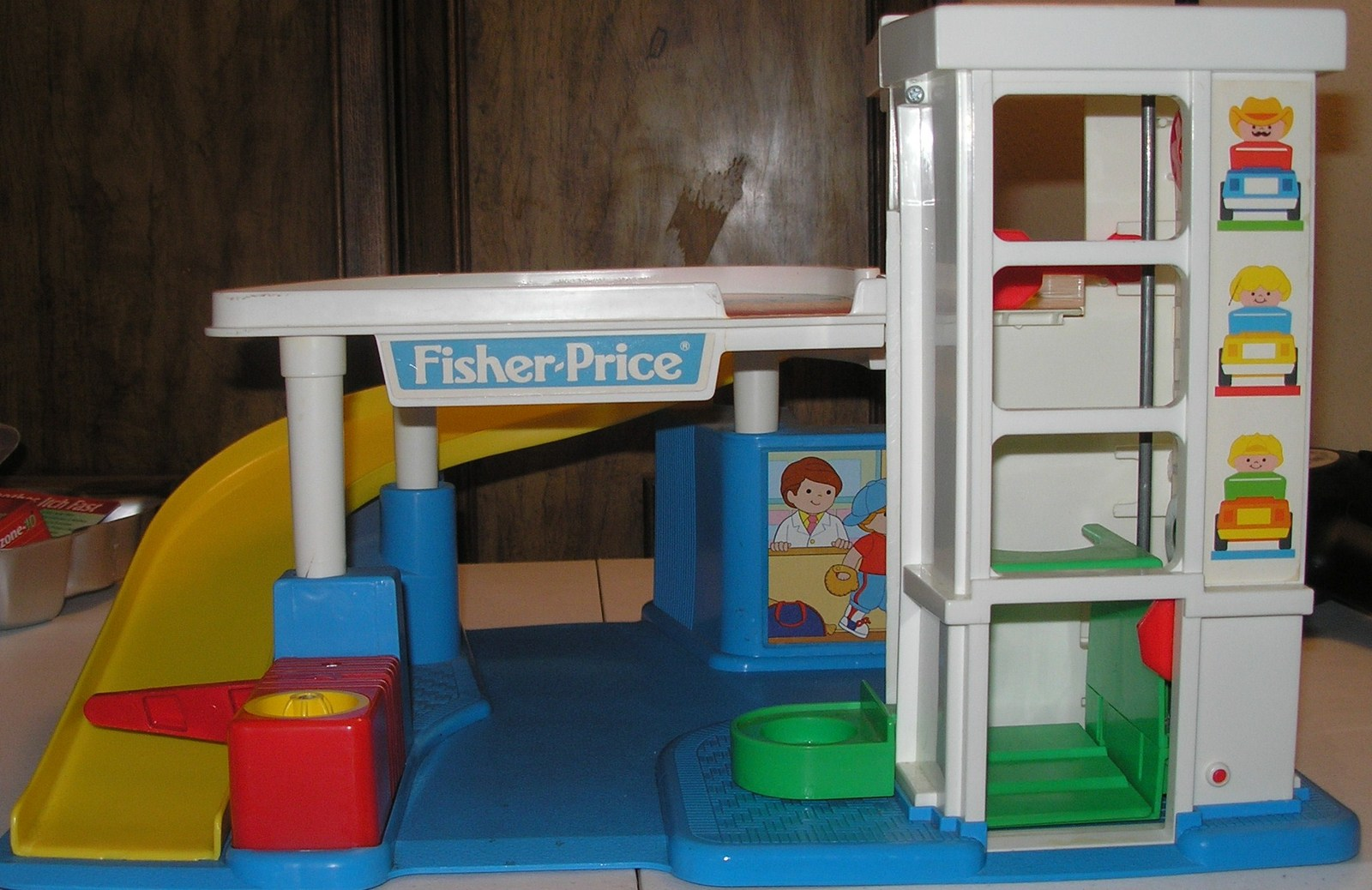 vintage 1990 fisher price little people garage only little people 1963 1996. Black Bedroom Furniture Sets. Home Design Ideas