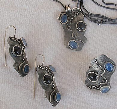 Light blue and onyx set