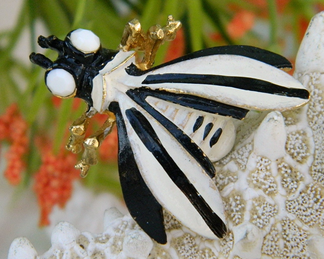 Vintage Weiß : Vintage_weiss_bug_insect_fly_brooch_pin_black_white_enamel