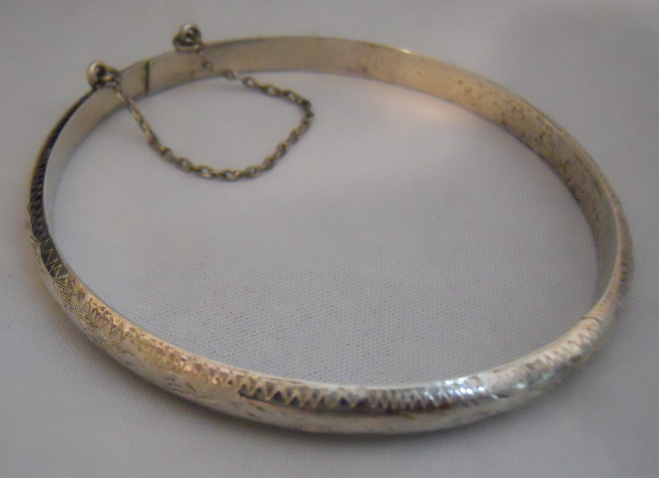 Vintage 925 Sterling Silver Hinged Bangle Bracelet. Sterling Silver Medallion. Earrings Beads. Teardrop Engagement Rings. Old Gold Chains. Gold And Pearl Bangle Bracelet. Pure Gold Jewellery. Happy Watches. African Diamond