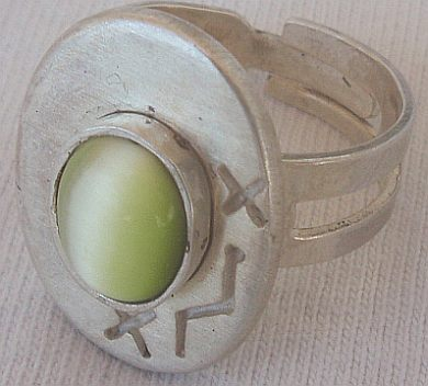 Peridot cat eye silver ring