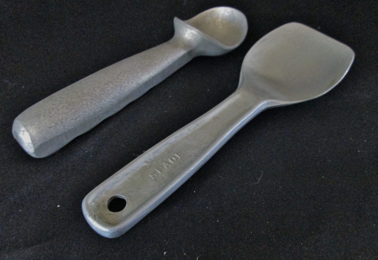 Two Ice Cream Dippers. 1 Rolldip Spade, 1 Scooper.