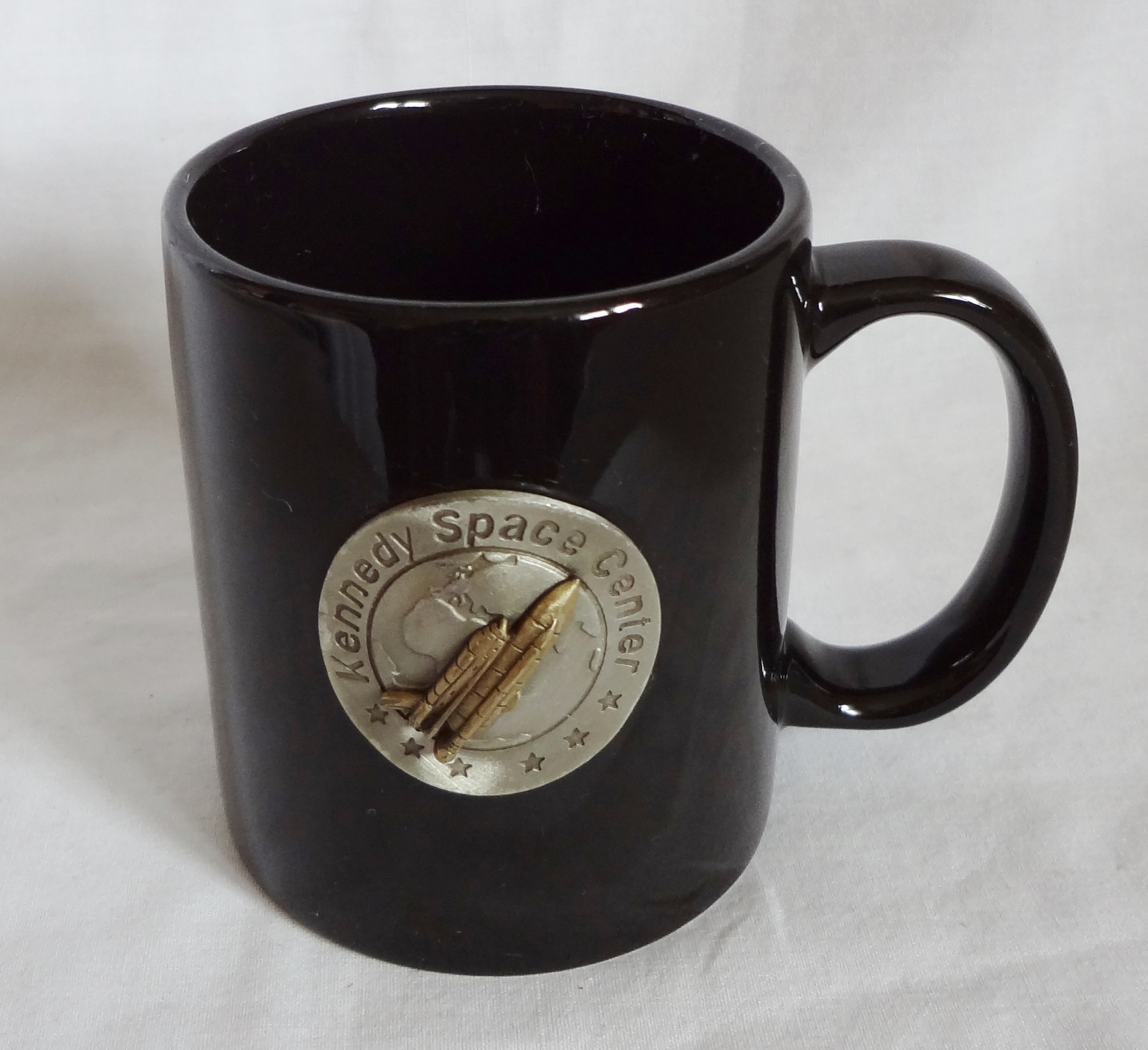 kennedy space center 10 oz coffee cup mug metal emblem. Black Bedroom Furniture Sets. Home Design Ideas