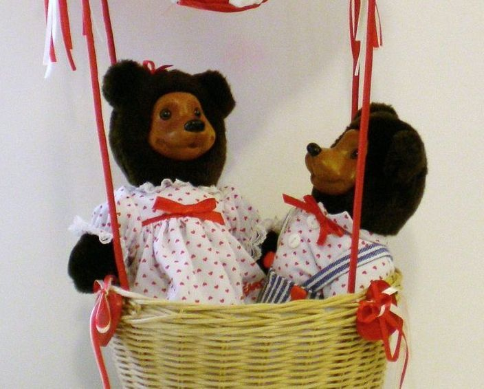 Image 1 of Robert Raikes Bear April and Johnny in Balloon Valentine's Day Ed 1994