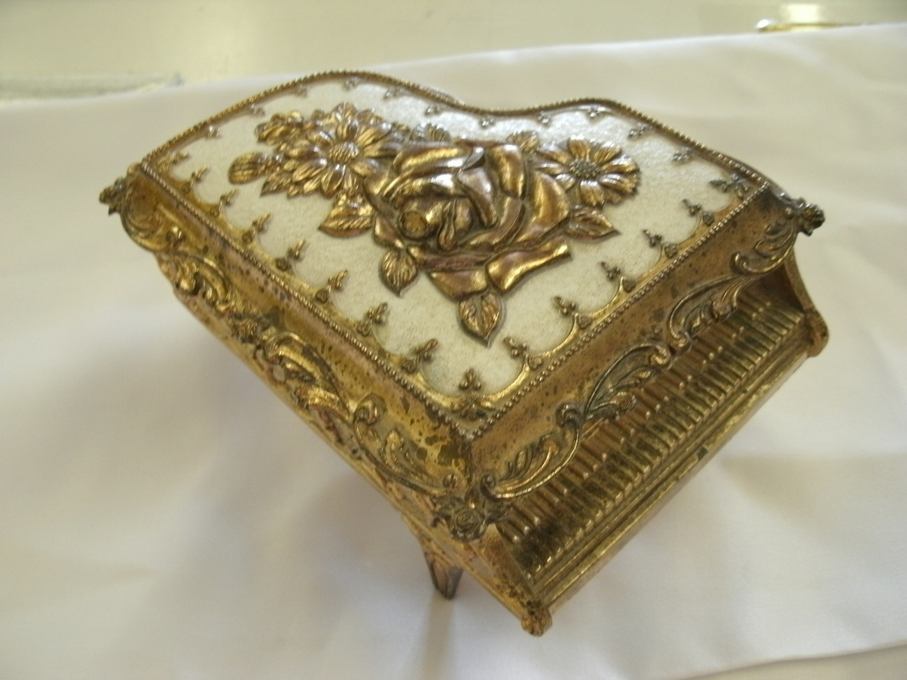 Vintage Piano Shaped Metal JEWELRY BOX with Roses Made in JAPAN Heavy