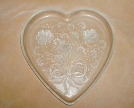 Miksa_glass_heart_platter_thumb200