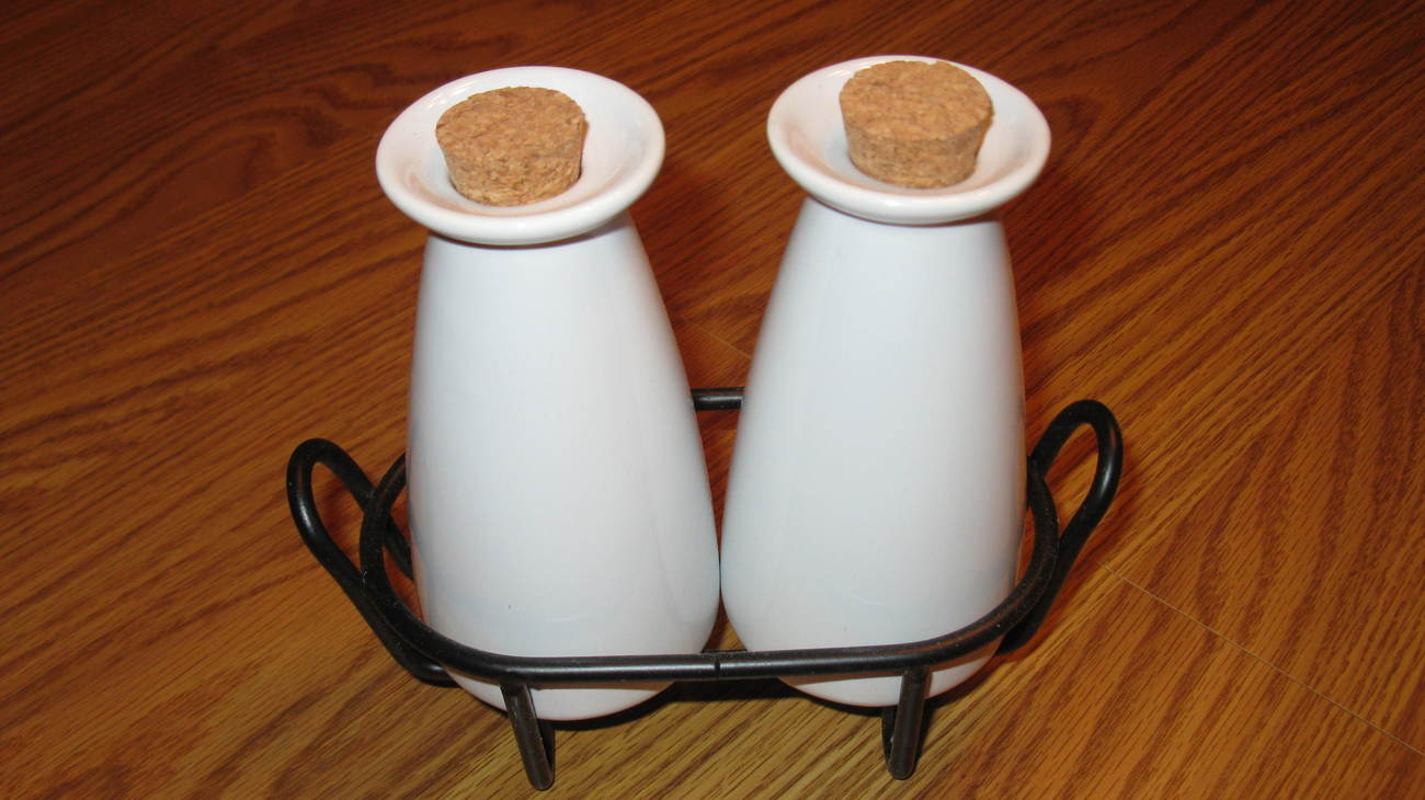 Oil and Vinegar Cruet Set White with Corks in Rack New Bonanza