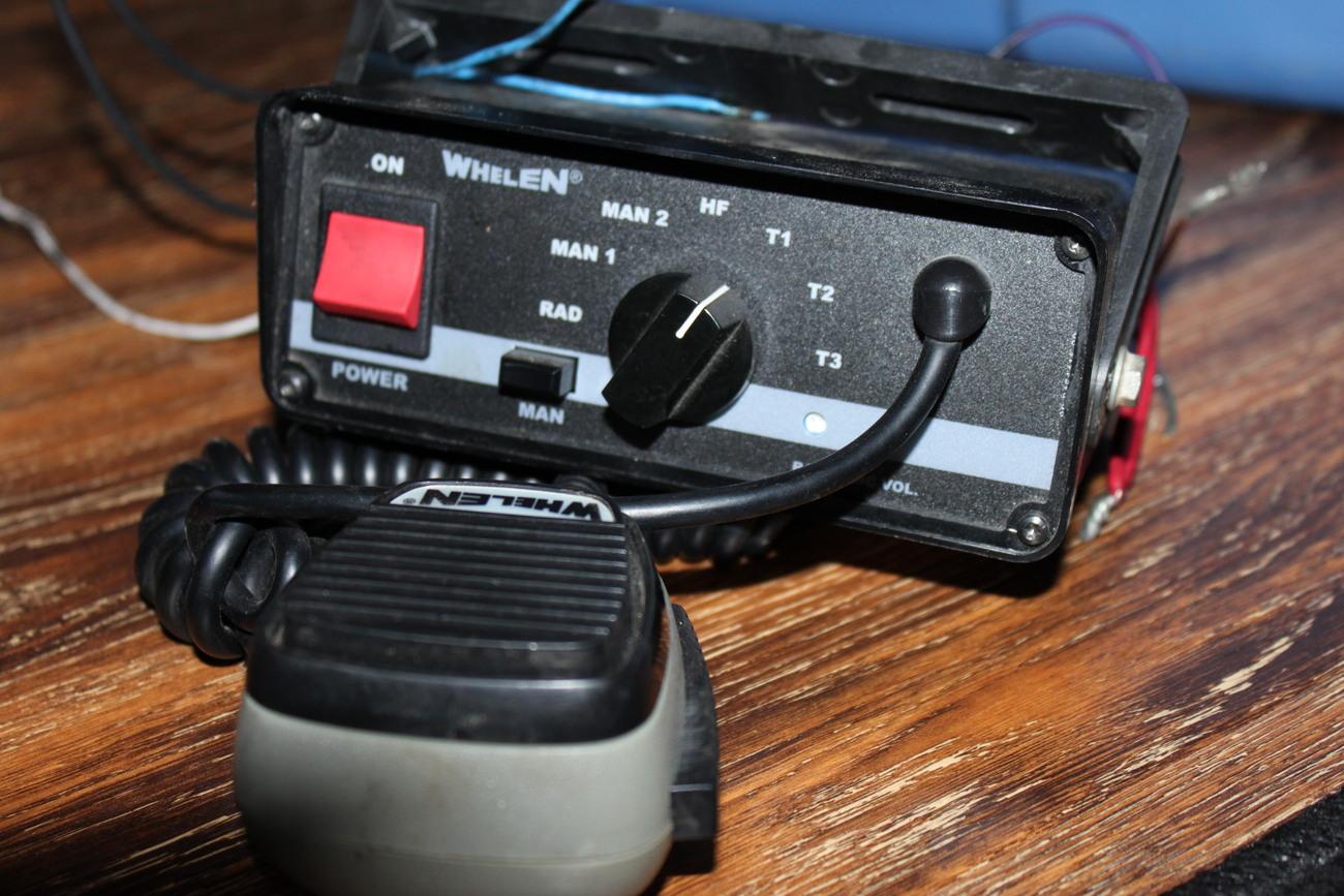 Whelen electronic Siren Controller 295SL100 WITH MICROPHONE-rare- feb13
