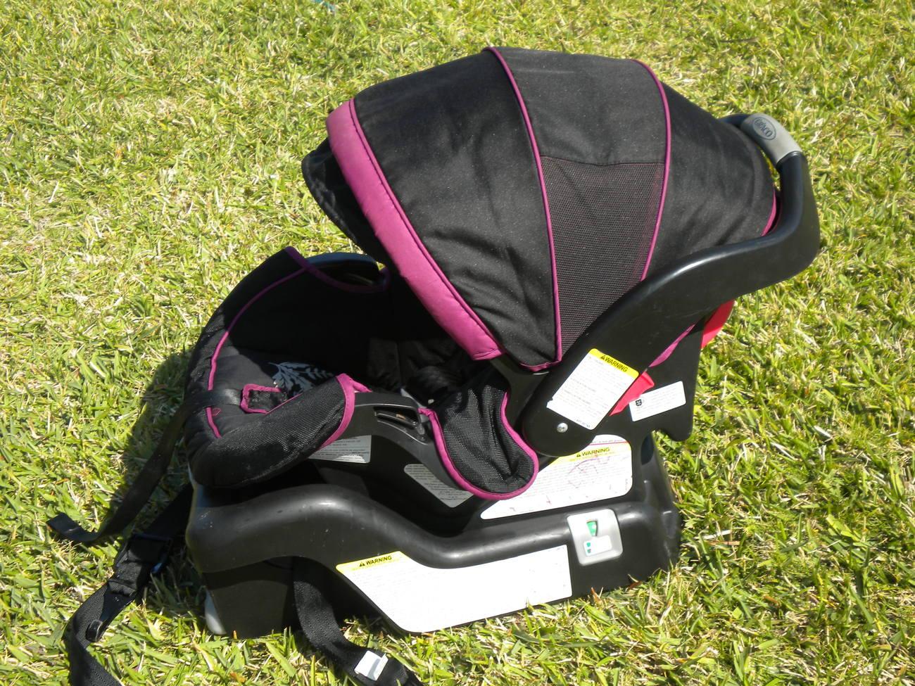 graco snugride 30 infant car seat base zoey pink black 2011 infant car seat 5 20 lbs. Black Bedroom Furniture Sets. Home Design Ideas