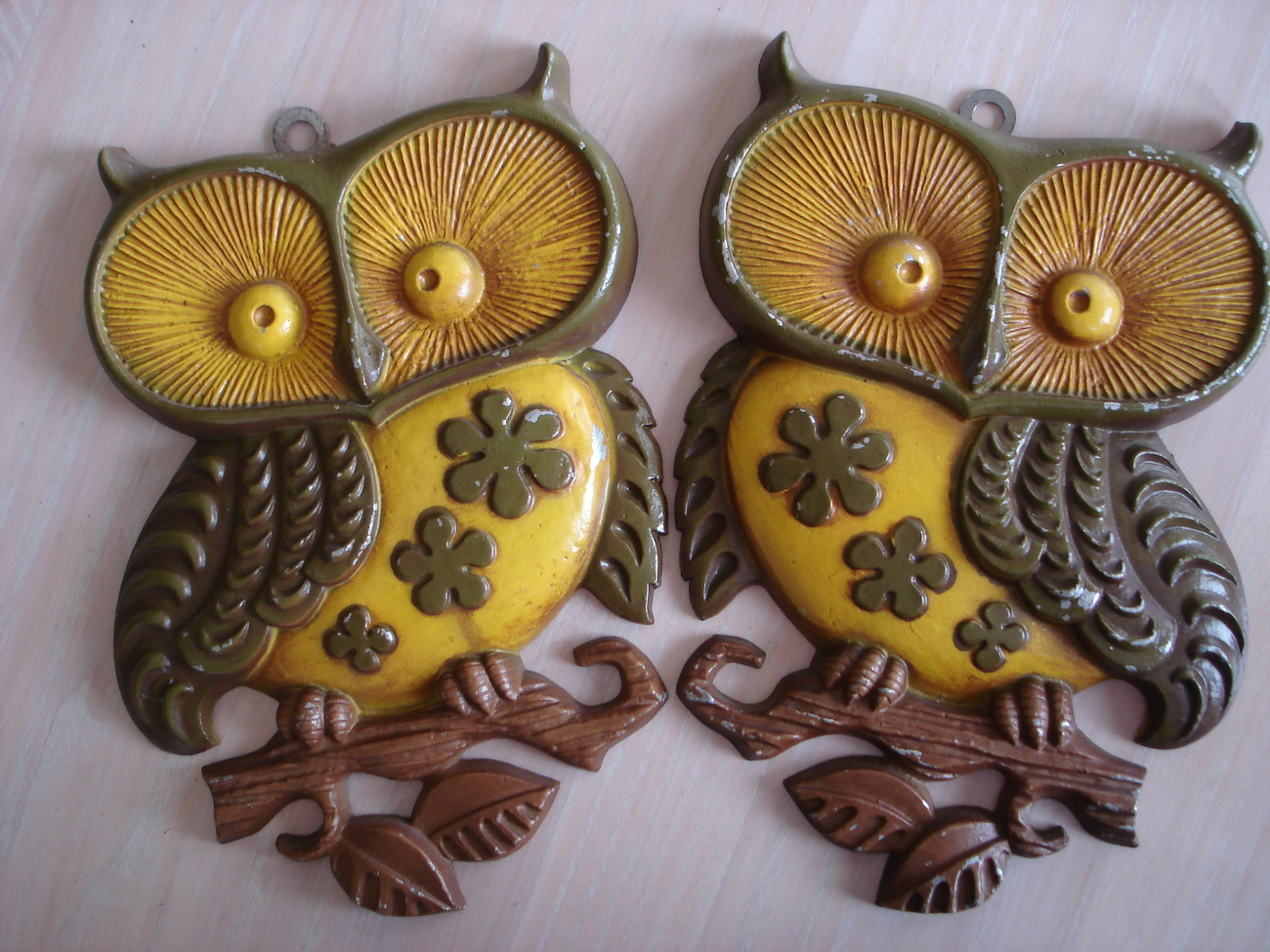sexton usa enamel metal owl wall decor plaques 2 vintage 1 metal. Black Bedroom Furniture Sets. Home Design Ideas
