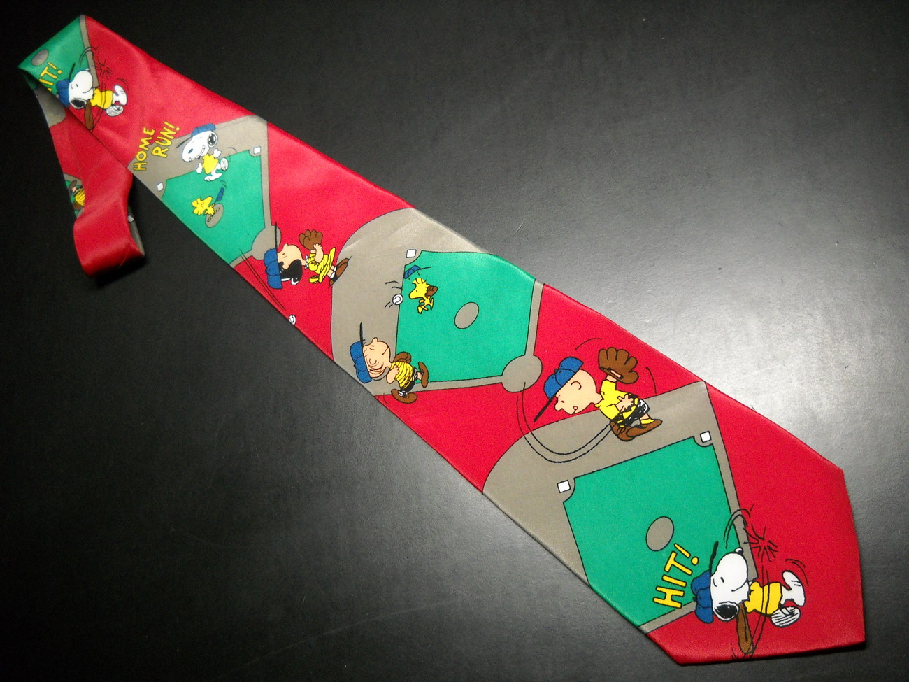 Peanuts Charlie Brown and Gang Neck Tie I Wanna Win Baseball Red Green Ballfield Charlie Brown and Friends Peanuts