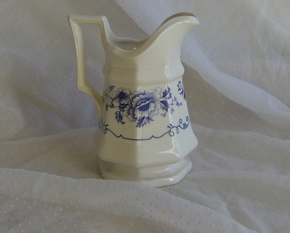 Iroquois Clinton Inn Creamer Blue and White Floral Ford Museum Collection