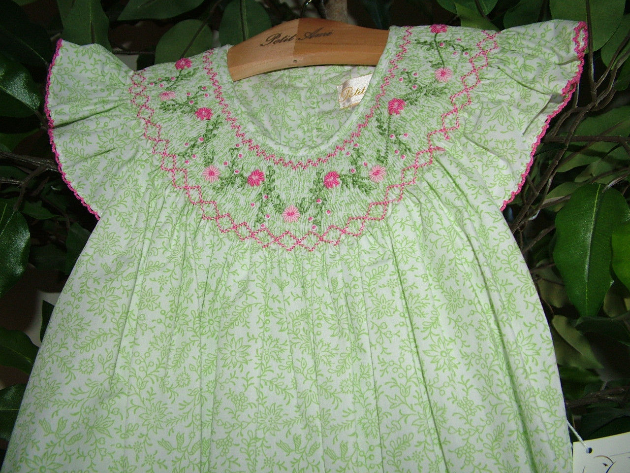 Posh Sweet Beautiful Angel Sleeve Green Floral Petit Ami Gold Girl Smocked Dress