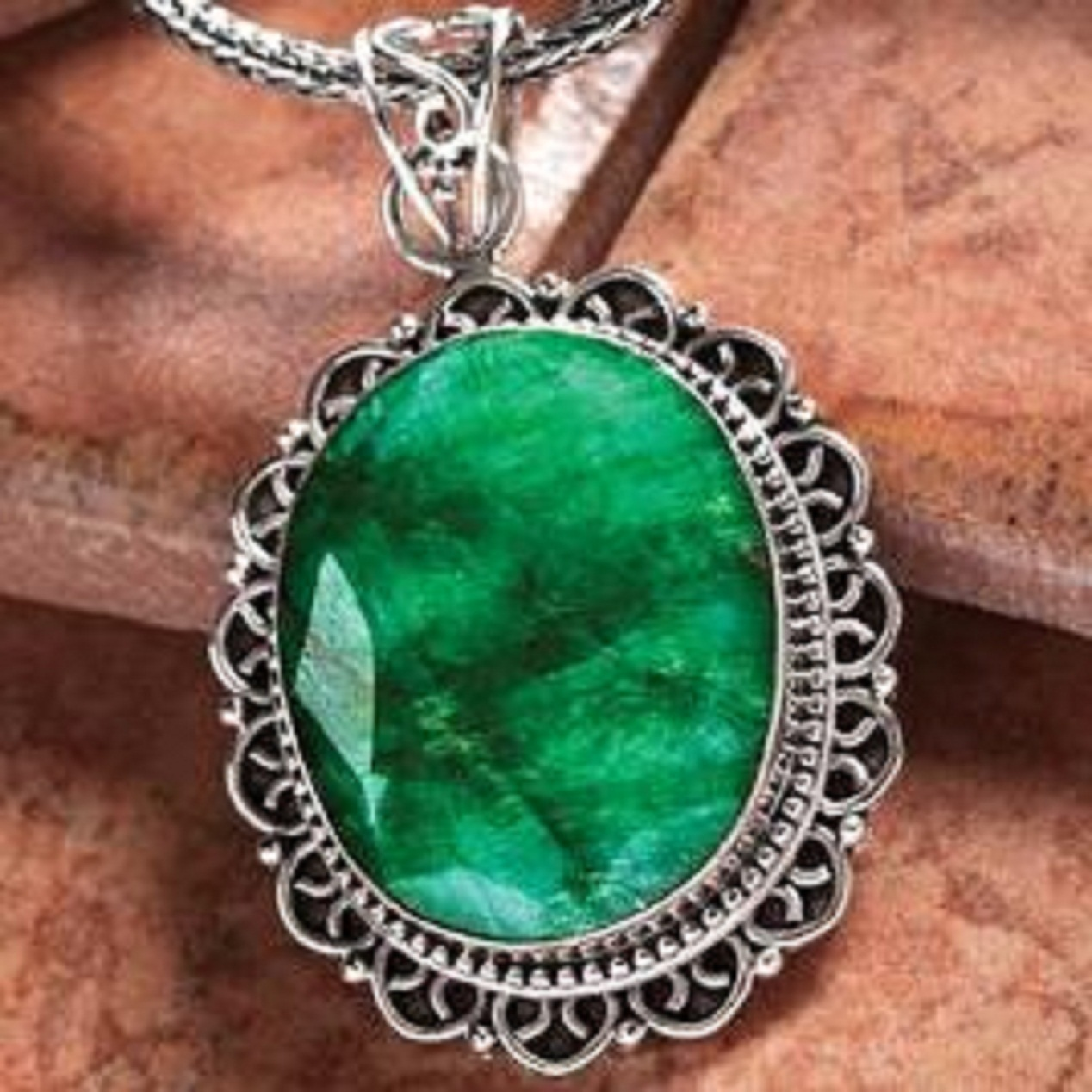 BEAUTIFUL EXQUISITE 50-ctw OVAL SHAPED EMERALD GREEN  PENDANT ON STERLING   SILV