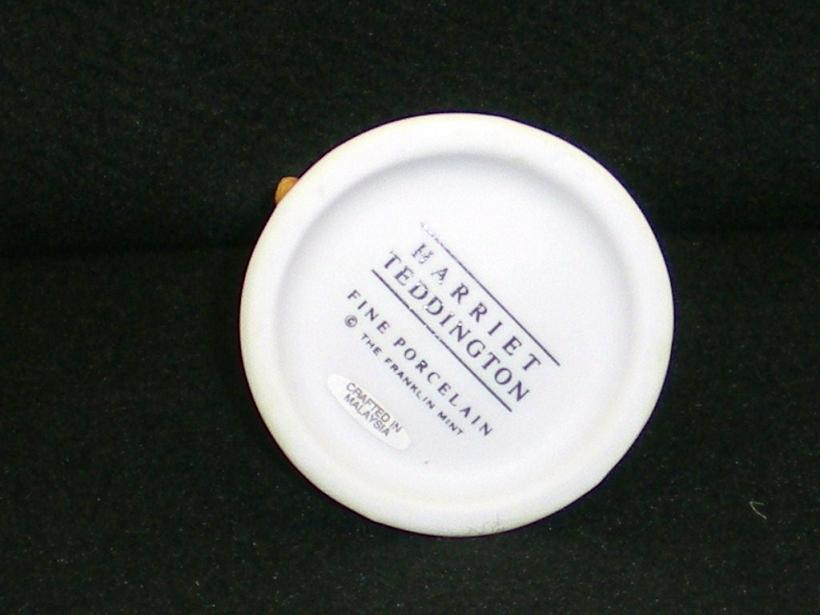Image 4 of Mrs. Harriet Teddington porcelain bear Carol Lawson 1986